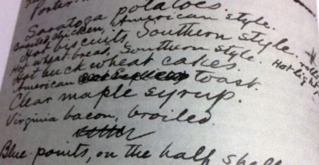 """Tem Mark Twain amaldiçoando cada refeição atravessada durante uma viagem para a Europa no fim da década de 1870: """"[...], há uma variedade tão monótona de pratos inexpressivos [...] Três ou quatro meses dessa enfadonha mesmice acabam com o mais robusto dos apetites."""" Quando estava perto de voltar para os Estados Unidos, o escritor norte-americano colocou no correio um cardápio, rascunhado por ele, de tudo o que gostaria de comer em casa (p.125). Purê de batata, ketchup, leitelho e leite gelado doce figuravam no menu."""