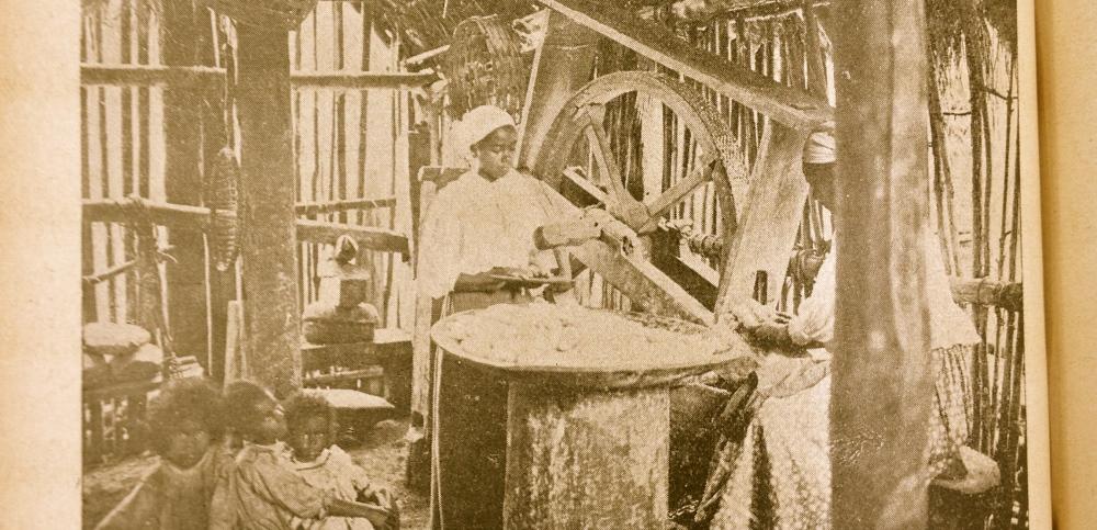 Chácaras e Quintaes_1911_abril_fazendo farinha de mandioca